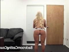 Блондинка занимается грубым сексом на кастинге