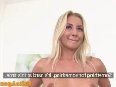 Это нужно смотреть: порнокастинг, на котором чешскую блондинку в красном белье агент лихо жарит в пизду