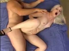Секс кастинг с окончанием молодой блондиночке в рот