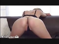 Порно кастинг: длинноногая блондинка показала все, что умеет