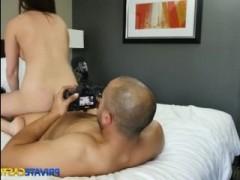 Красавица на кастинге сексуально вертелась на пенисе мачо