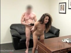 Жесткий порно кастинг смотреть онлайн: молоденькую смуглую деваху дерут в попку