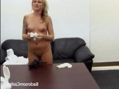 Худая блондинка дала в анал на фейк кастинге