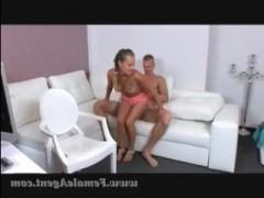 Красивый секс с секретаршей в офисе, во время приема на работу
