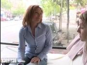 Агент-лесбиянка соблазнила натуралку на улице и записала это на видео